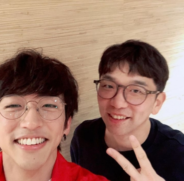 """이승윤, 우승곡 '물' 의 주인 이적과의 다정샷 공개 """"성덕"""""""